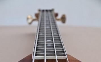 handmade-guitars-flying V bass2