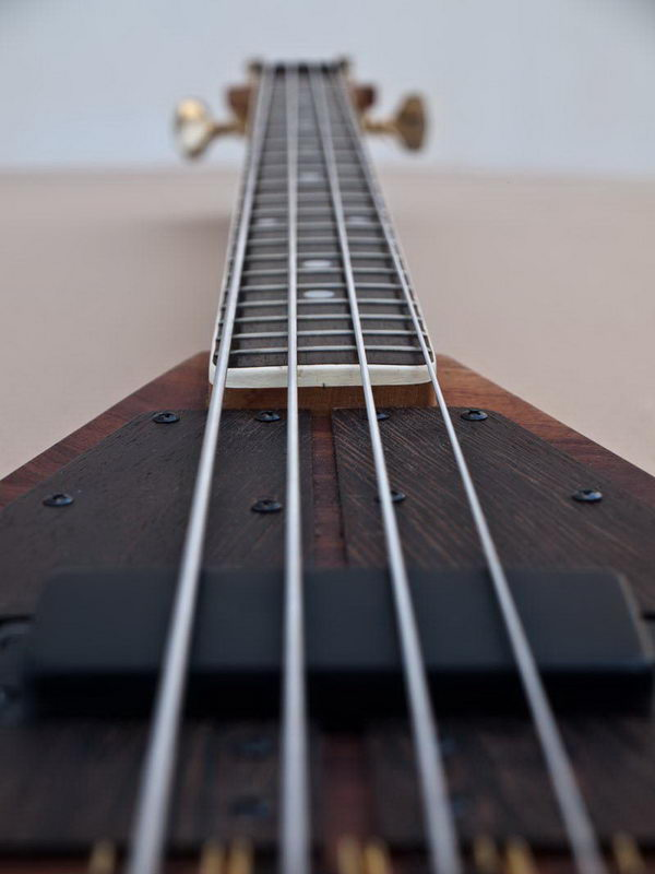 handmade-guitars-flying V bass2