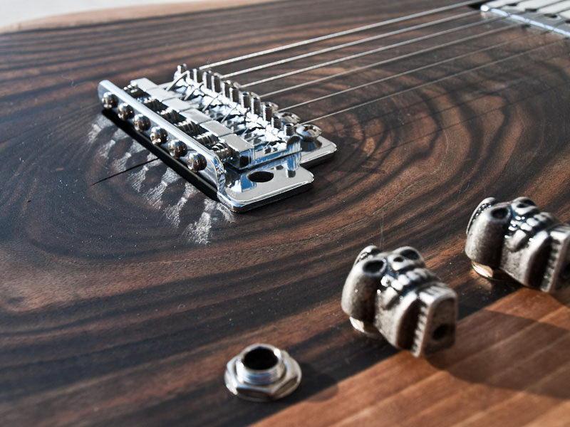 handmade-guitars-skull1